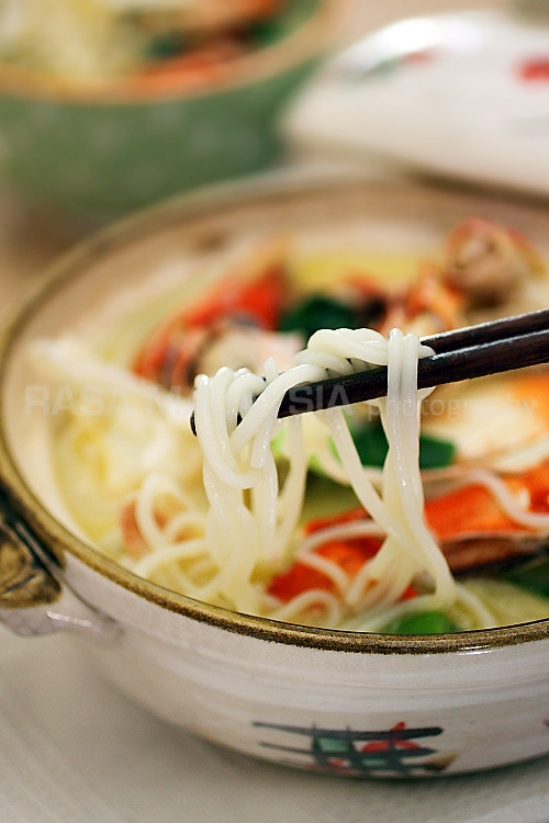 Crab Bee Hoon is a popular crab dish in Singapore. Easy Crab Bee Hoon recipe that you can make at home at a fraction of cost.   rasamalaysia.com