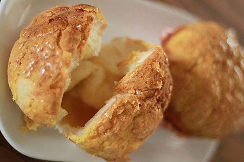 Pineapple bun (polo bun) is very popular bun in Asia. Easy pineapple buns (polo bun/菠蘿包) recipe that you can try at home. Polo bun is tasty and crusty. | rasamalaysia.com