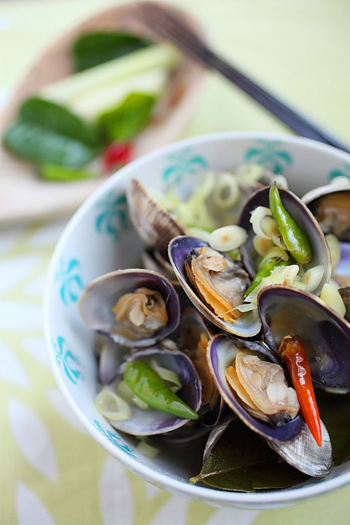 Thai-style Steamed Clams | Easy Delicious Recipes