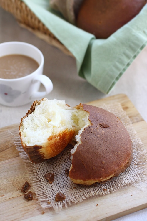 Mexican coffee bun/rotiboy is a sweet bun with coffee topping and butter filling. It's popular in Malaysia and Asia. Easy Mexican coffee bun recipe. | rasamalaysia.com