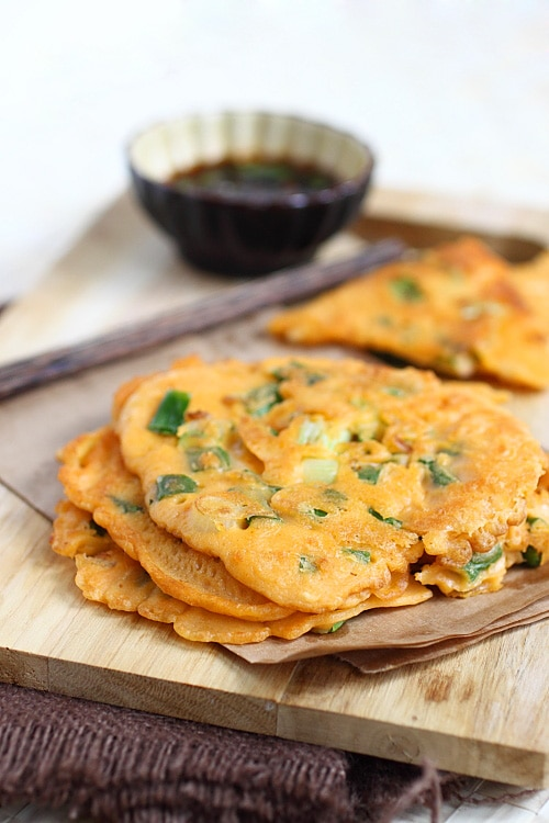 Korean Scallion Pancake (Pajeon) - savory pancake with scallion and kimchi, amazing appetizer that you can't stop eating | rasamalaysia.com