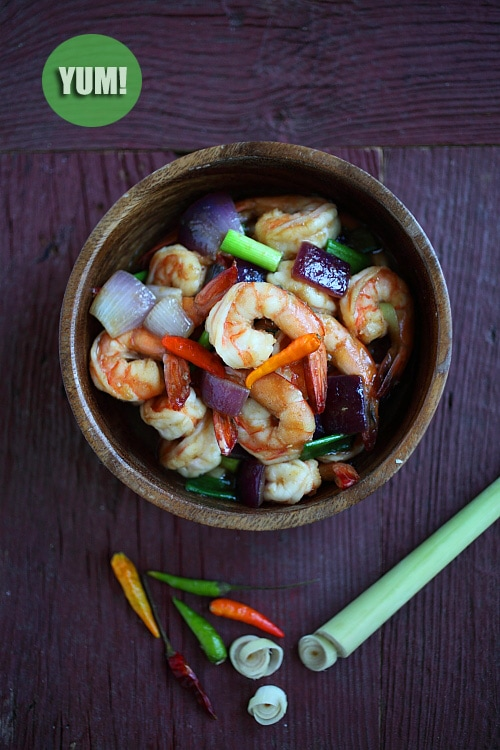Lemongrass Shrimp - the EASIEST and BEST shrimp stir-fry recipe ever, with lemongrass onion and hoisin sauce | rasamalaysia.com