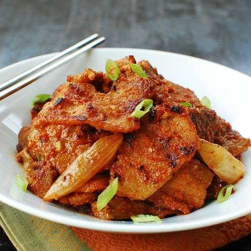 Bulgogi and Bulgogi recipe. Bulgogi is marinated meat dish with Korean red chili paste. Anyone can make bulgogi with this easy bulgogi recipe. | rasamalaysia.com