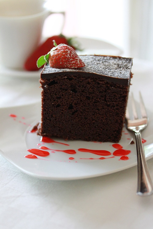 Chocolate cake and chocolate cake recipe. Easy chocolate cake recipe that calls for rich chocolate, butter, flour, and sugar to make chocolate cake. | rasamalaysia.com
