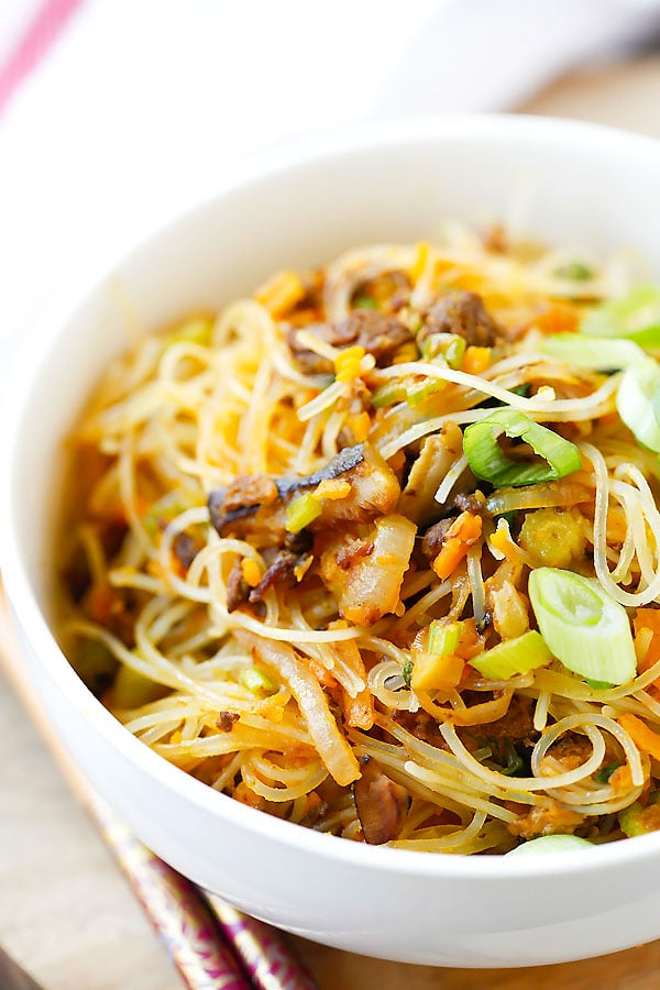 Pumpkin Rice Noodles - delicious rice noodles stir-fried with ground pork and pumpkin. This amazing Taiwanese noodles is very easy to make at home | rasamalaysia.com