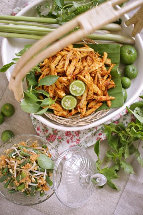 Balinese Shredded Chicken Recipe Ayam Pelalah