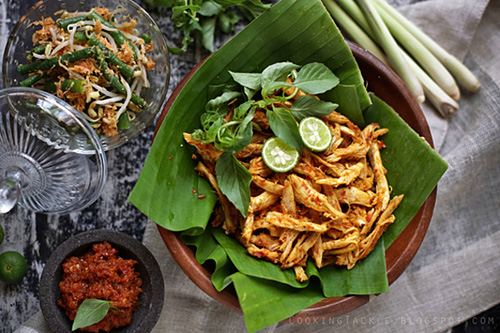 Easy and quick Balinese chicken, ready to serve.