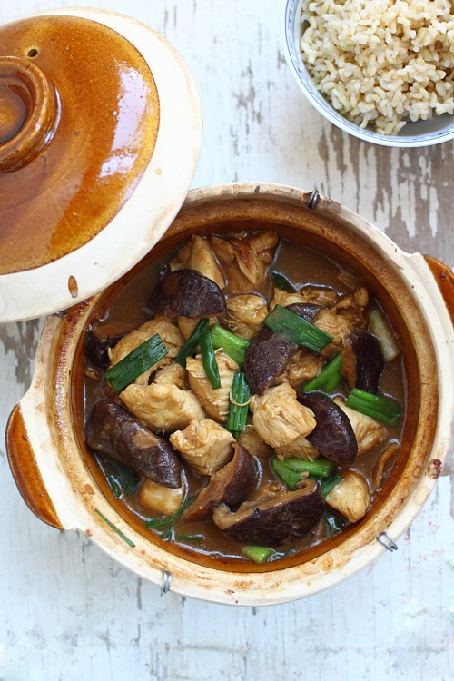 Easy Chinese homemade clay pot chicken with mushroom recipe.