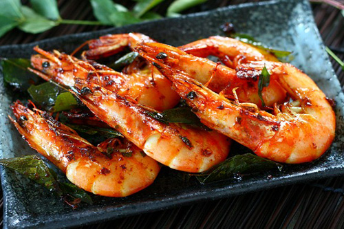 Shrimp with Curry Leaves recipe - The curry leaf is one of the many Indian influences that blends really well into Malaysian cuisine, which is exotic and predominantly spicy. | rasamalaysia.com