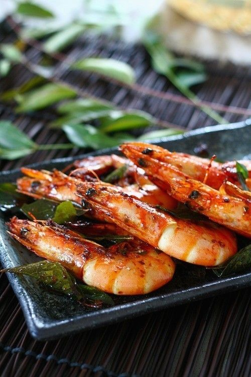 Shrimp with Curry Leaves recipe - The curry leaf is one of the many Indian influences that blends really well into Malaysian cuisine, which is exotic and predominantly spicy.   rasamalaysia.com