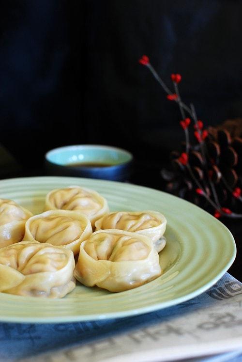 Korean mandu and mandu recipe. Mandu are Korean dumplings. Mandu is a must-have during Lunar New Year. Easy Mandu recipe made with kimchi. | rasamalaysia.com
