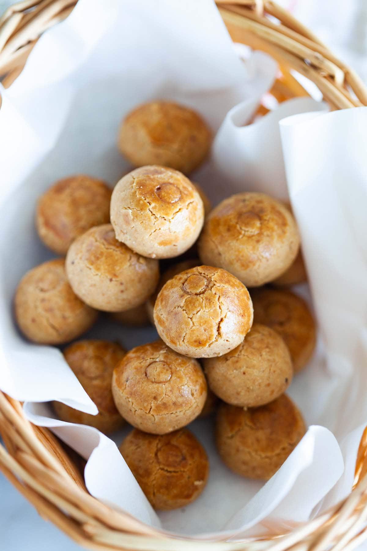 Peanut cookies in a basket.