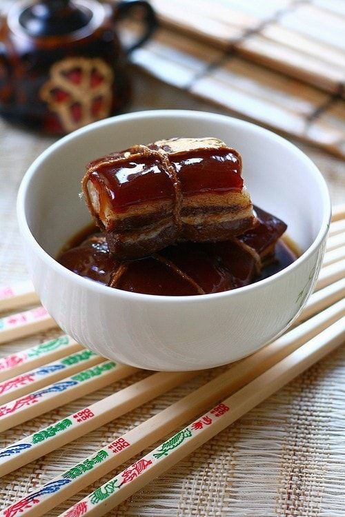 Easy Chinese clay pot melt in your mouth braised pork belly (Dong Po Rou/东坡肉).