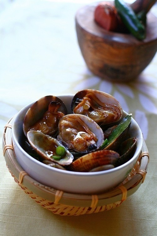 Malaysian Kam Heong lala (Golden Fragrant Clams) stir fried in brown kam heong sauce.