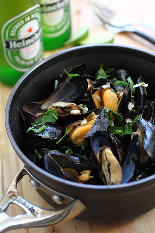 Easy and delicious steamed mussels with garlic herb and beer, in a pot.