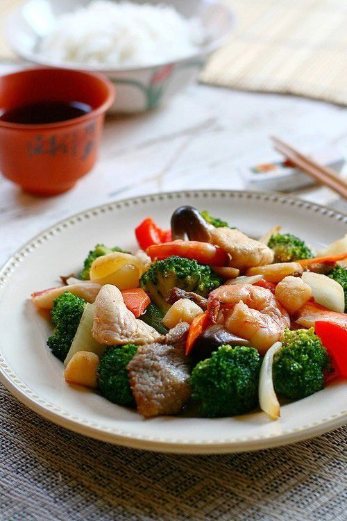 Happy family is an American-Chinese dish with seafood, meat, and vegetables cooked in brown sauce. Easy Happy family recipes that you can make at home. | rasamalaysia.com