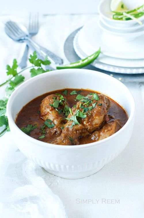 Chicken curry and Indian chicken curry recipe. Easy Indian chicken curry recipe that anyone can make at home. Make a pot of chicken curry now. | rasamalaysia.com