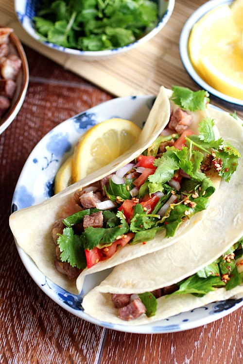 Korean kalbi (BBQ beef short rib) tacos. Amazing tacos with tender, juicy and the most delicious Korean kalbi | rasamalaysia.com