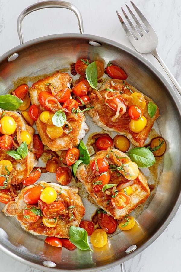 Sauté Pork with Tomatoes - tender and juicy pork cutlet with lots of tomatoes and garlic. So easy and perfect for busy weeknight dinner | rasamalaysia.com