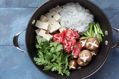 Sukiyaki donburi and sukiyaki donburi recipe. Easy sukiyaki donburi recipe that uses Mizkan Bonito-Flavored Soup Base, takes only 30 minutes to make. | rasamalaysia.com