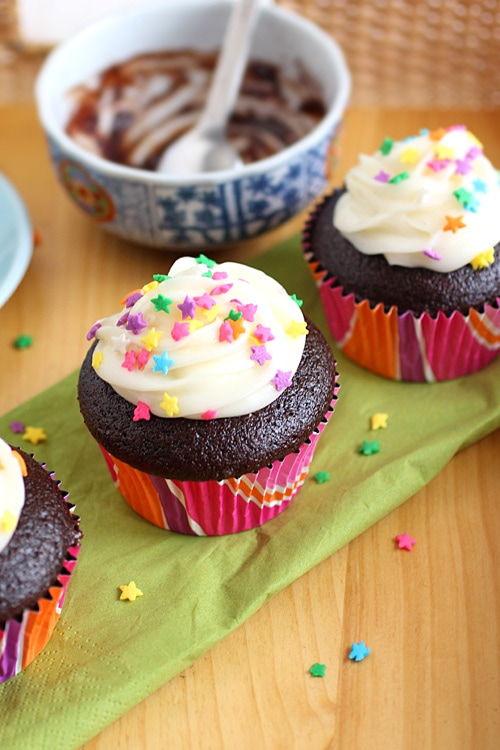 Chocolate Cupcakes and chocolate cupcakes reicpe. All kids love these chocolate cupcakes, especially with the ganache filling, frosting & sprinkles. | rasamalaysia.com