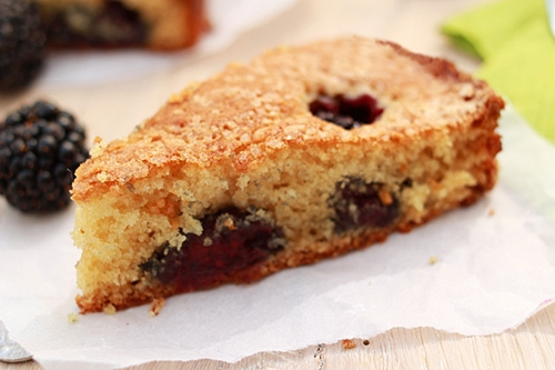 Buttermilk cake with blackberries – Buttermilk makes the cake extra moist and delicious, and blackberries pack all the vitamins. Easy baking recipe. | rasamalaysia.com