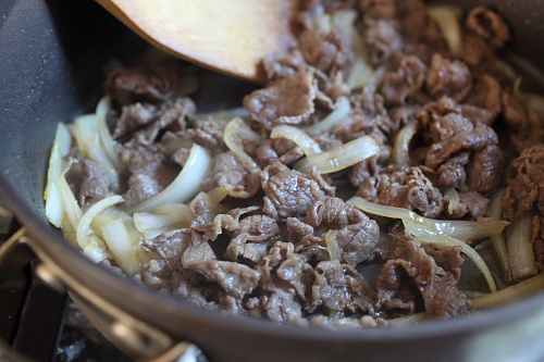 Japanese Beef Bowl Gyudon - easy & delicious simmered beef with onion, soy sauce and rice. Takes 15 minutes to make   rasamalaysia.com