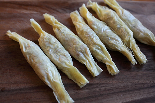 Crispy Shrimp Rolls - best dim sum ever!! Crispy, delicious shrimp rolls that you can make at home, so easy!! | rasamalaysia.com