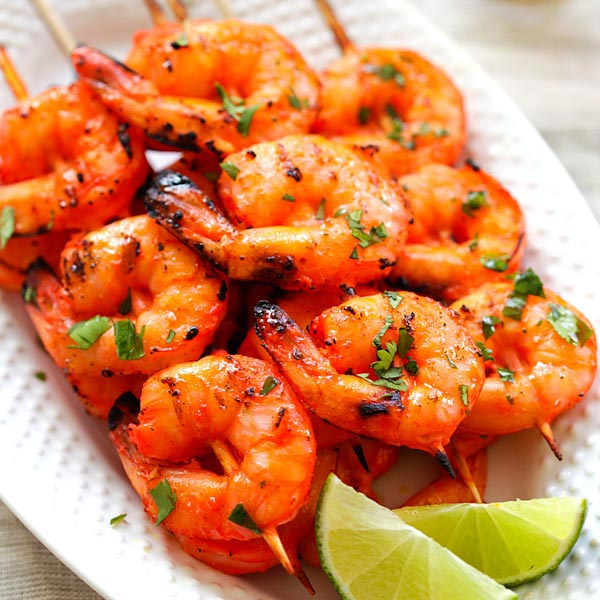 Tandoori Prawn -- Tandoori prawns are definitely one of my favourites. And they cook pretty fast too. And overnight marination is always recommended for tandoori, but for seafood a few hours works just fine. | rasamalaysia.com