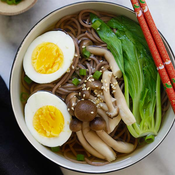 Soba Noodle Soup - the easiest and quickest Japanese soba noodle soup ever. Takes 15 minutes and restaurant quality, so delicious | rasamalaysia.com