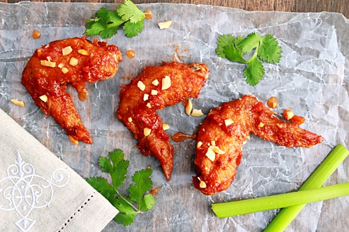 Easy and delicious Thai buffalo wings in red sauce.