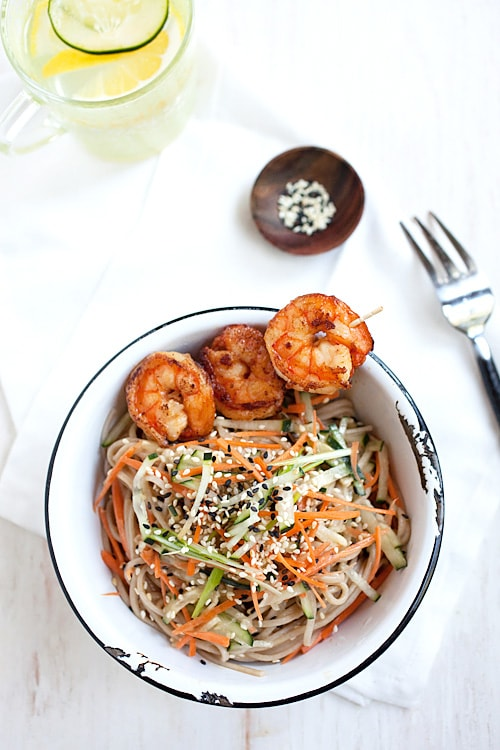 Cold Sesame Noodles & Shrimp. Simply meal that takes only 20 minutes to make. Healthy, refreshing and yummy | rasamalaysia.com
