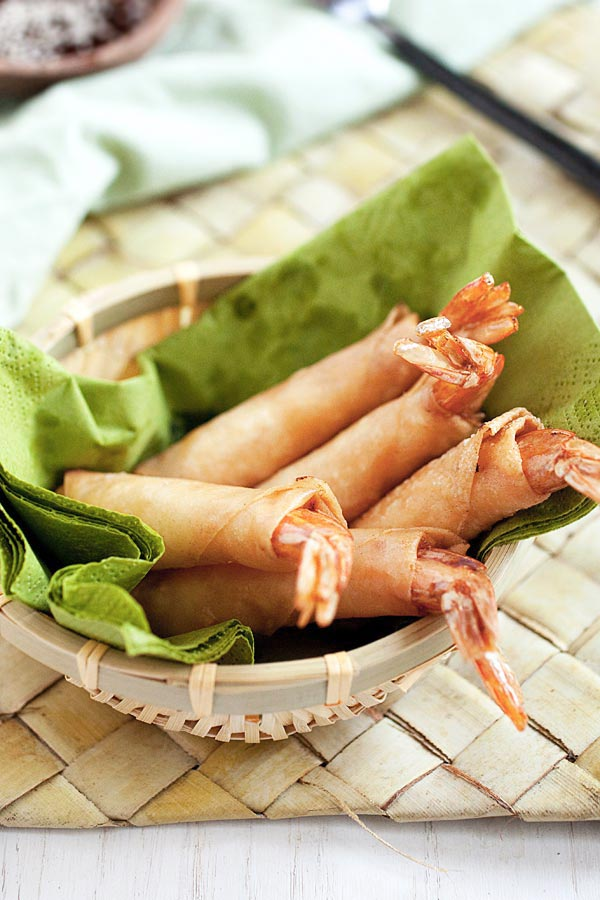 Shrimp and Cheese Spring Rolls. Jumbo shrimp, cheese, deep-fried to golden brown...the most amazing spring rolls recipe EVER | rasamalaysia.com