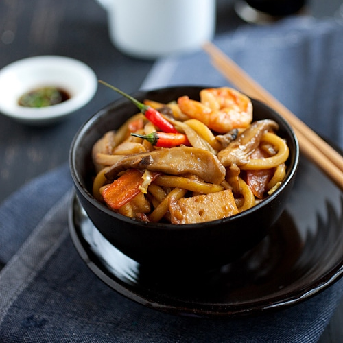 Fried udon recipe, Malaysian style. Cabbage, shrimp, fish cake in a dark brown sauce. Serve with cut chilies and soy sauce. Easy fried udon recipe. | rasamalaysia.com