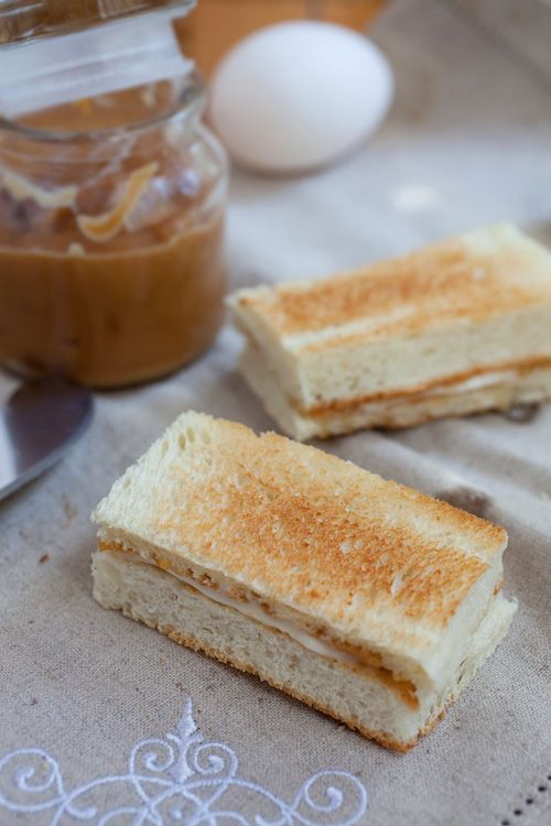 Kaya toast is made of kaya, bread, and butter. Learn how to make kaya toast with step-by-step picture guide. Best kaya toast ever! | rasamalaysia.com