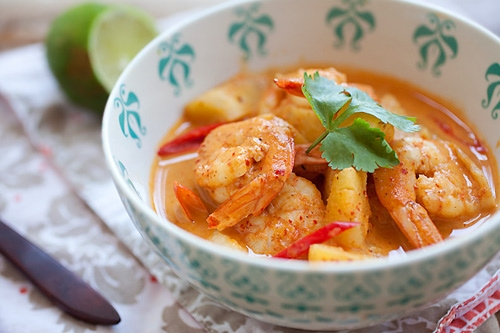 Quick and easy Thai red curry made with shrimps and pineapple, ready to serve.