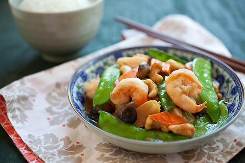 Quick and easy authentic Asian stir fry made with shrimps, cashew nuts, peas, mushrooms, carrots and ginger.