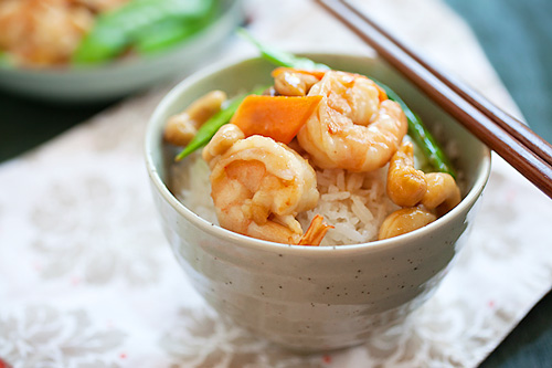 Easy and tasty homemade stir fry cashew nuts with shrimps in Chinese sauce, served with a bowl of rice.