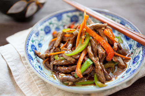 Easy and quick Mongolian beef stir fry in Chinese szechuan brown sauce, ready to serve.