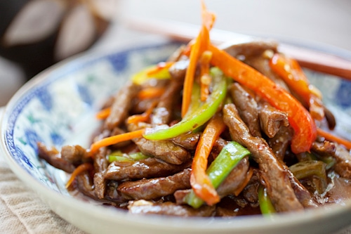 Easy and delicious beef stir-fried with red and green bell peppers, in a mildy spicy savory sauce.