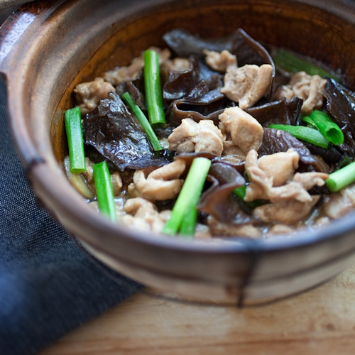 Chicken stew with black fungus, a classic Chinese/Cantonese dish that anyone can whip up at home. | rasamalaysia.com
