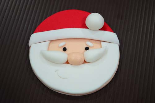 How to Make Santa Fondant Cupcakes - learn the easy step-by-step for this festive and cute cupcakes | rasamalaysia.com