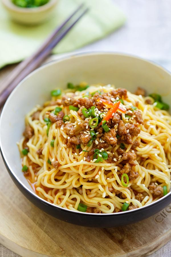 Easy homemade spicy Sichuan Dan Dan Mian with ground meat and noodle sauce.