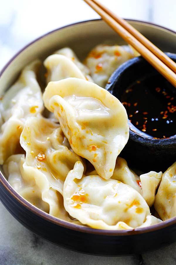 Pork Shrimp and Napa Cabbage Dumplings – juicy dumplings filled with pork, shrimp and napa cabbage. The easiest homemade dumplings recipe ever | rasamalaysia.com