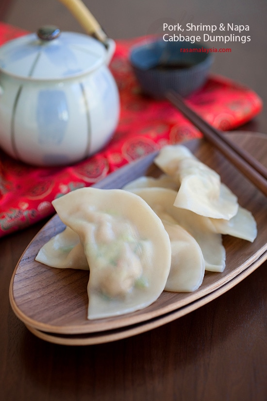 Pork Shrimp and Napa Cabbage Dumplings. Easy breezy dumplings recipe that you can make at home in 15 minutes | rasamalaysia.com
