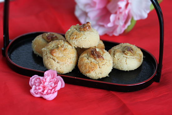 Easy Chinese walnut biscuits or 'Hup Toh Soh' placed in a oriental serving dish.