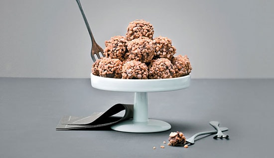 Here is another recipe from Nutella The 30 Best Recipes: Nutella Truffles. With the weekend coming and Easter on Sunday, I thought this is a great recipe to share, especially for those who love Nutella and truffles. | rasamalaysia.com