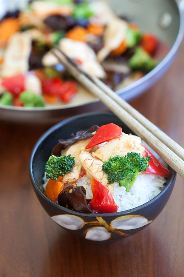 Hunan Chicken in Bowl With Chopsticks