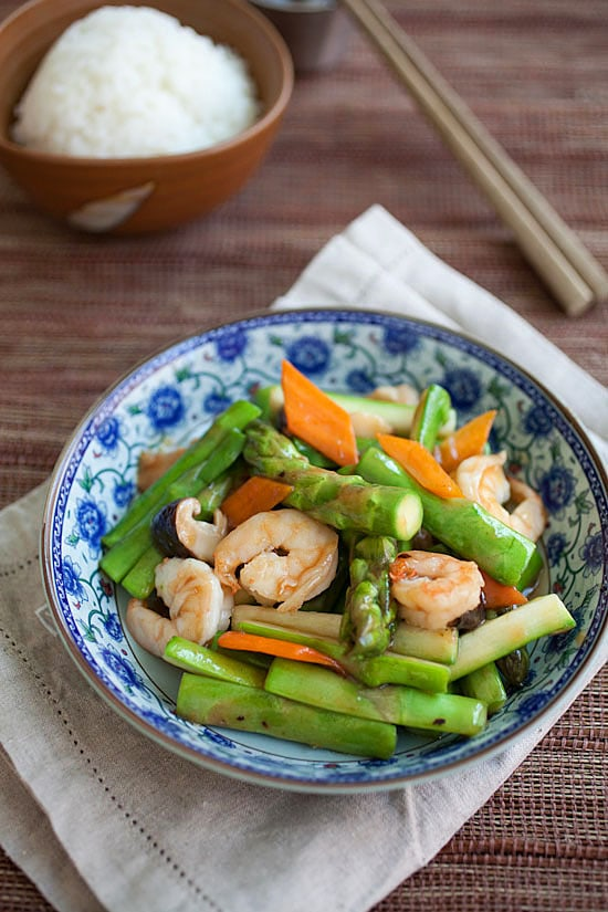 Asparagus with shrimp stir-fry in a plate.