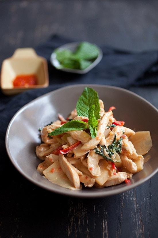 Easy Stir Fry Thai chili chicken serve in a bowl.